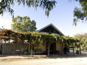 Lake Breeze Wines - Attractions Melbourne