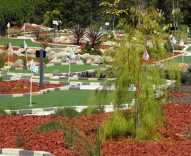18 Hole Mini Golf - Club Husky - Attractions Melbourne