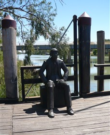Captain John Egge Statue - Attractions Melbourne