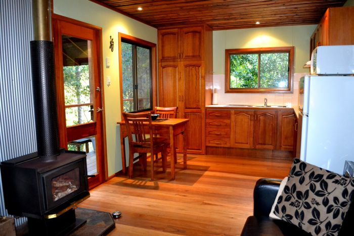 Waterfall Hideout-Rainforest Cabin for Couples - Attractions Melbourne