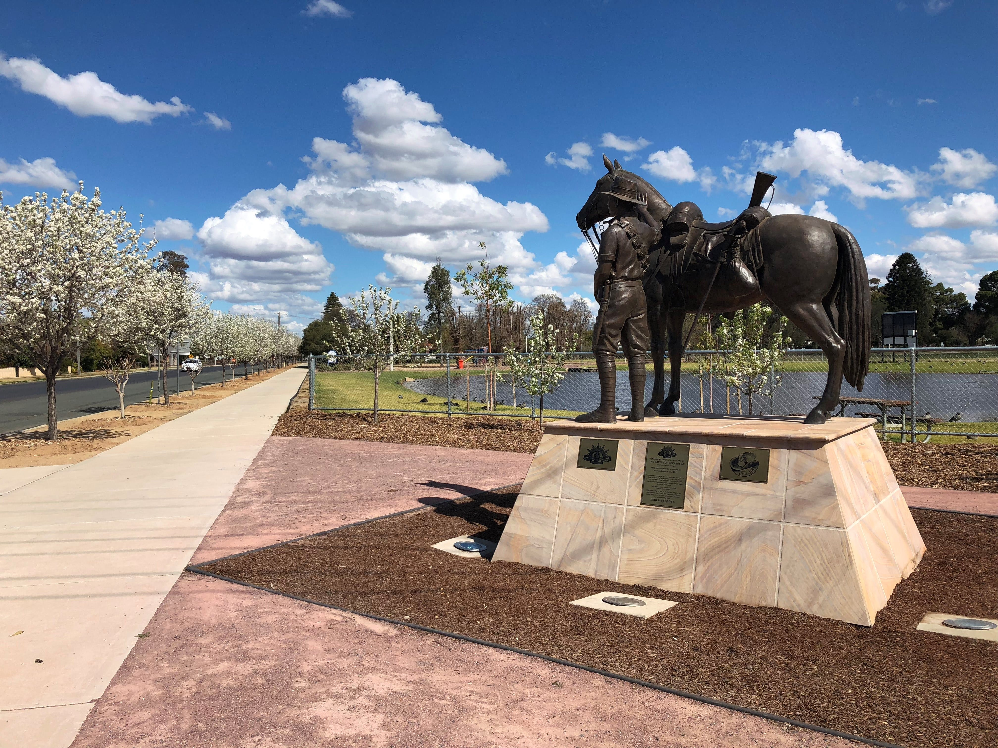 Light Horse Memorial Hay - Attractions Melbourne